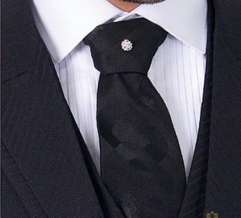 acessorio-de-casamento-byIvanaBeaumond-modelo-gravata-parma-com-strass-e-camisa-rigor-com-colarinho-italiano
